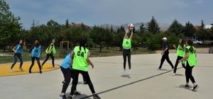 Türkiye'nin ilk 'Netball' maçı Denizli'de yapıldı Dünyanın yeni trendi 'Netball' Türkiye'ye de geldi
