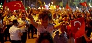 Mersin'de coşkulu fener alayı Mersin Büyükşehir Belediyesi, Mezitli Belediyesi ve Yenişehir Belediyesi'nin birlikte düzenlediği fener alayına binlerce Mersinli katıldı