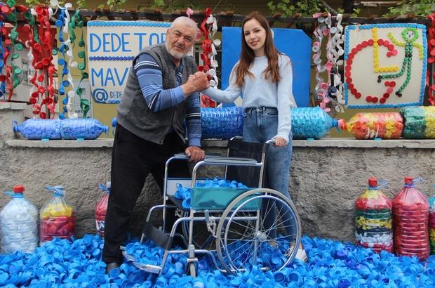 """Dede-torun mavi kapaklarla 210 kişiye umut oldu Tonlarca mavi kapak toplayarak 210 tekerlekli sandalyeyi ihtiyaç sahiplerine kazandırdılar Melike Sarıtaş: """"Kampanyamız tüm Türkiye'ye yayıldı"""" Halit Aydoğan: """"Bir kişiyi sevindirdiğim zaman mutluluktan uçuyorum"""""""