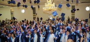 Sağlık ordusuna taze kan Hızır Sağlık Meslek Lisesi'nde mezun olan 96 öğrenci diplomalarını alarak meslek hayatına ilk adımı attı