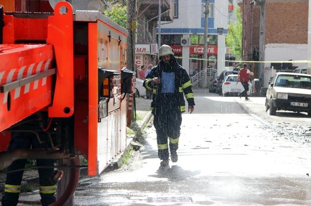 Otelde çıkan yangın korkuttu Yangın sırasında otelde bulunanlar dışarı çıkarıldı