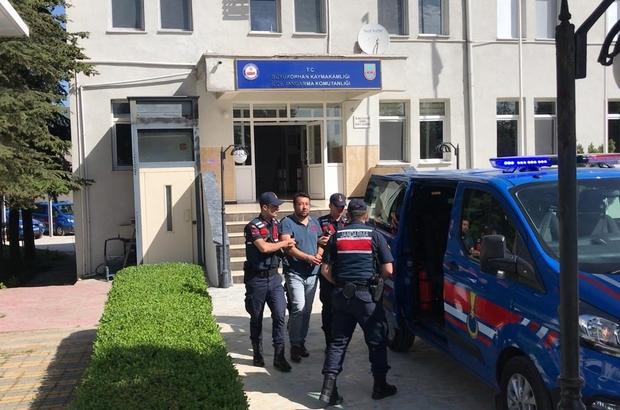 Jandarma suç makinesini pencereden kaçarken yakaladı 23 suçtan yakalama kararı olan şüpheli pencereden kaçarken yakalandı