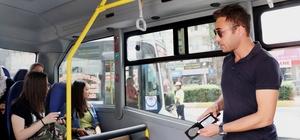 Sivil trafik polisleriyle araçlar artık her an denetleniyor Mersin Emniyet Müdürlüğü'ne bağlı Trafik Denetleme Şube Müdürlüğü'nün sivil ekipleri, toplu taşıma araçlarında 'yolcu' konumunda denetimler yaparak, sürücü hatalarını tespit etti Trafiğin yoğun olduğu bölgelerde kaldırımlarda sivil olarak durarak 'emniyet kemeri', 'telefon kullanımı' gibi konularda da denetim yapan ekipler, hata yapan sürücülere ceza yazdı Denetimlerde sivil polislerin bindiği toplu taşıma araçlarından hepsinin kurallara uyması ise dikkat çekti