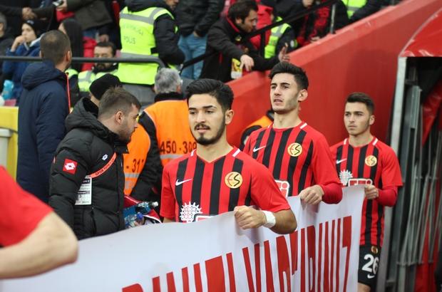 """(Özel haber) Fıratcan Üzüm: """"Her futbolcunun hayalidir Trabzonspor'da oynamak"""" Eskişehirsporlu Fıratcan Üzüm: """"Hangi futbolcu Trabzonspor'u istemez ki?"""""""