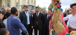 Valiye develi karşılama Sivas'ın Valisi Salih Ayhan, Altınyayla ilçesinde asırlık deve oyunu ile karşılandı