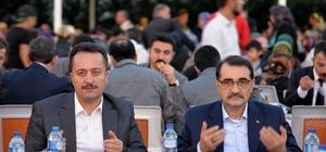 """Bakan Dönmez Bilecik'te iftar programına katıldı Enerji ve Tabii Kaynaklar Bakanı Fatih Dönmez; """"Birliğimize ve beraberliğimize sahip çıkacağız"""""""