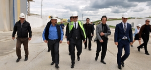 Aşkale'deki maden şirketi 30 milyon dolarlık ihracat hedefliyor Erzurum Valisi Okay Memiş, yaklaşık 400 kişinin çalıştığı fabrikayı ziyaret ederek bilgi aldı