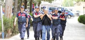 Ege Bölgesini yaklaşık 300 bin TL dolandıran şahıslar yakalandı Yaşlı vatandaşların kabusu dolandırıcılar jandarmadan kaçamadı 6 kentte 16 kişiyi dolandıran şahıslar adliyede Kore gazisinin evinin soyulması olayı aydınlatıldı