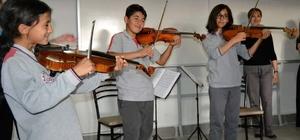 Köy okulu öğrencileri klasik müzikle tanıştı Vivaldi ve Beethoven Buldan'a geldi
