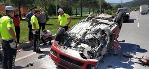 Sınava yetişmek isteyen öğrencilerin otomobili kamyonla çarpıştı: 2 yaralı Öğrencilerin yaralandığı kaza güvenlik kamerası tarafından saniye saniye görüntülendi