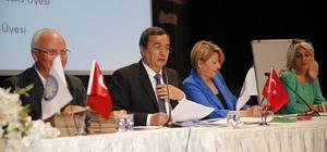 Batur, yeniden Kıyı Ege'nin Başkanı