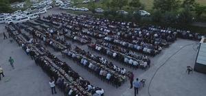 """300 torunlu Hamo Ağa, 2 bin kişiye iftar yemeği verdi Hamo Ağa olarak bilinen Mehmet Arslan: """"Devletin ömrü 10, benim ömrüm 20 olur ise, Allah benim 20 yıllık ömrümü devlete versin"""""""