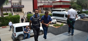 Rüşvet alan ormancılara suçüstü Adana'nın Kozan ilçesinde orman işletme müdürlüğünde görevli biri şef diğeri orman muhafaza memuru 2 kişi, rüşvet aldıkları iddiasıyla gözaltına alındı