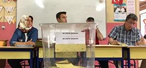 Honaz'da oy verme işlemi başladı Honaz'da seçmenler sandık başına gitti Oy verme işlemi 80 sandıkta yapılacak