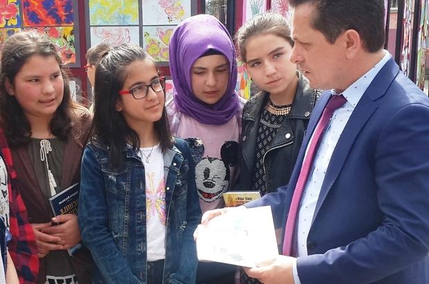 Şehirleri birbirine bağlayan proje Türkiye'nin farklı şehirlerinde öğrenciler aynı anda kitap okudu