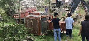 El freni çekilmeyen traktör uçuruma devrildi