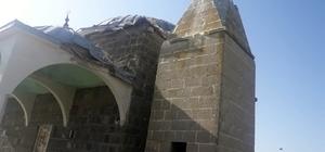 Kars'ta camiye yıldırım düştü, minare yıkıldı