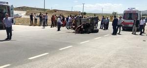 Otomobile çarpan traktör ortadan ikiye bölündü Traktörle otomobilin çarpıştığı kazada 2 kişi yaralandı