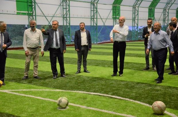 Kurtulmuş ve Güler'in penaltılarında centilmenlik kazandı Ak Parti Genel Başkanvekili Numan Kurtulmuş ve Ordu Büyükşehir Belediye Başkanı Dr. Mehmet Hilmi Güler, penaltı atışlarında boy gösterdi