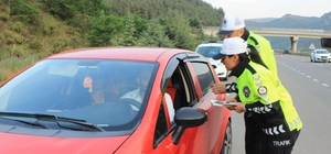Polisten tatil dönüşü sürücülere ücretsiz konaklama imkânı