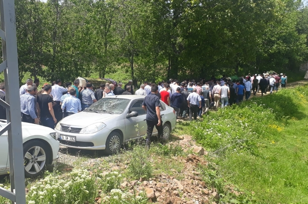 Silahlı saldırıda hayatlarını kaybeden amca ve yeğenleri toprağa verildi