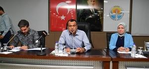 """CHP'li Yüksel: """"Göç gide gide düzelir"""" Adana Büyükşehir Belediye Meclisi'nde Pozantı Belediye Başkanı Mustafa Çay'ın gündem dışı konuşmasına Adana Büyükşehir Belediyesi Başkanvekili İsmet Yüksel cevap verdi """"Her gün şikayet var. El ele verirsek düzeltiriz, bu memleket bizim"""""""