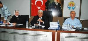 Büyükşehir'de Meclis Başkanlığı krizi Adana Büyükşehir Belediye Başkanı Zeydan Karalar'a vekalet eden meclis üyesi İsmet Yüksel'in Büyükşehir Belediye Meclisi'ni yönetmek üzere divana geçmesi Cumhur ittifakı üyelerinin tepkisine yol açtı MHP'li Meclis 1. Başkanvekili Mustafa Bayar'ın divana geçmesini isteyen AK Parti ve MHP Grubu, İsmet Yüksel'in meclisi yönetemeyeceğini iddia ettiler