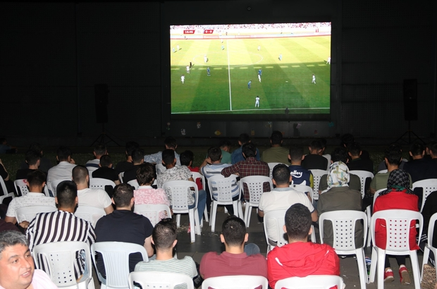 Kocaeli'de milli maç heyecanı sokaklara taştı