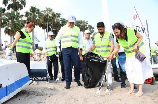 Mersin sahilleri çöpten temizlendi Mersin Büyükşehir Belediye Başkanı Vahap Seçer, 'Çevra Haftası' dolayısıyla düzenlenen farkındalık etkinliğinde sahilde çöp topladı