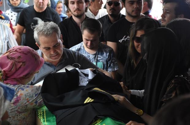 Son yolculuğuna pilot üniformasıyla uğurlandı Antalya'da eğitim uçağının düşmesi sonucu hayatını kaybeden üniversite öğrencisi Ataberk Gökmen, memleketi Çorlu'da toprağa verildi