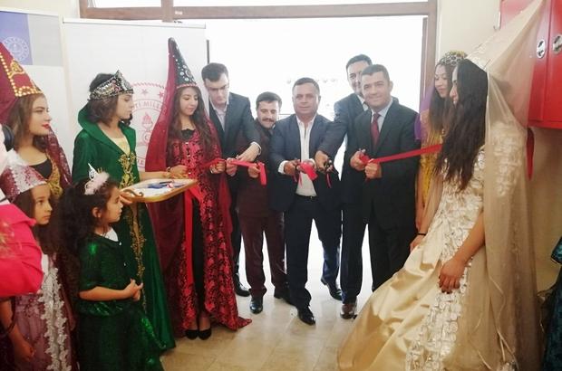 'Muhteşem Yüzyıl'ın kıyafetlerini çocuklar sergiledi Çal Halk Eğitim Merkezi'nin açılan yıl sonu sergisi büyük ilgi gördü