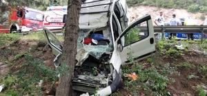 Jandarma ölen sürücünün oğluna acı haberi veremedi Kontrolden çıkan kamyonet ağaca çarptı, sürücü hayatını kaybetti, eşi yaralandı