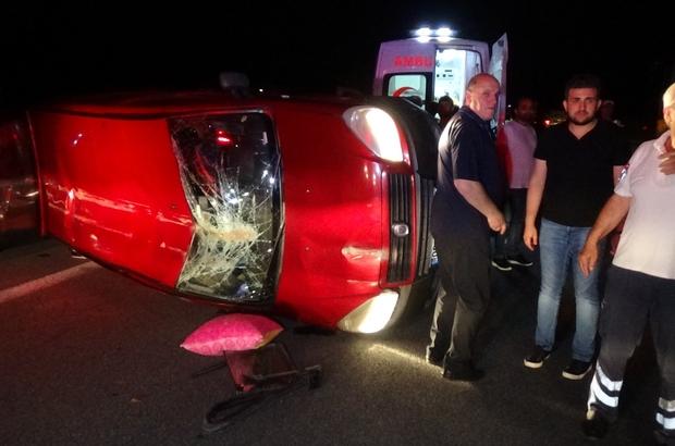 TEM'de araç takla attı, 4 kişi yaralandı Polis, yan yatan hafif ticari aracı vatandaşların yardımıyla düzeltip yol kenarına aldı