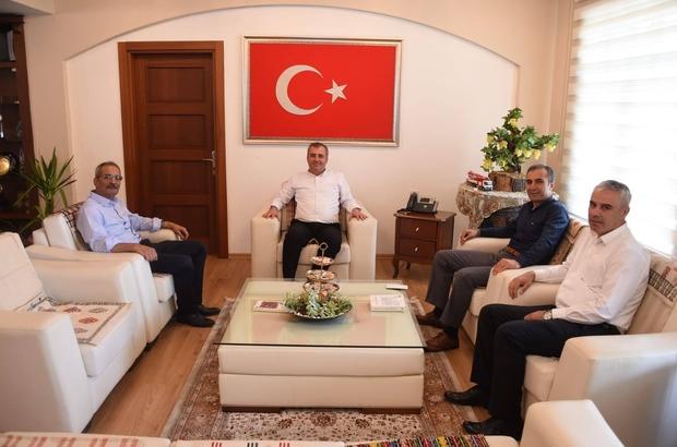 """Bozdoğan: """"Bu kenti ayağa kaldırmak hepimizi görevi"""" İlçedeki kurum müdürleri Tarsus Belediye Başkanı Haluk Bozdağan'ı ziyaret etti"""