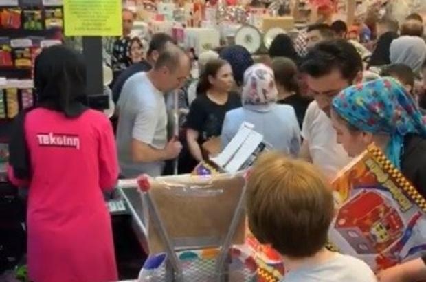 20 bin kişi o mağazaya akın etti 10 yıl öncesinin fiyatlarını duyan o mağazaya koştu