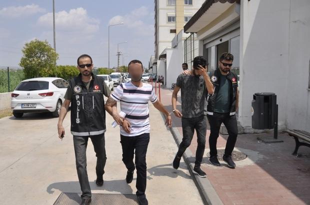 """Torbacı: """"Uyuşturucu satmıyorum sevgilime temin ediyorum"""" Adana'da polisin bir eve yaptığı baskında eroini damdan atan zanlının, """"Uyuşturucu satmıyorum sevgilim eroin bağımlısı ona eroin temin ediyorum"""" dediği öğrenildi"""