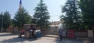 Aslanapa Belediyesi haşerelere karşı ilaçlama çalışmalarını sürdürüyor