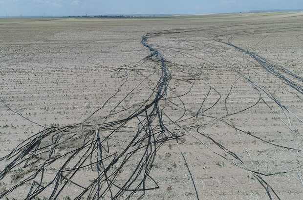Eskişehir'de 120 bin dönüm arazi hasar gördü Sağanak ve dolu yağışı çiftçiyi vurdu Hasar gören 120 bin dönüm havadan görüntülendi