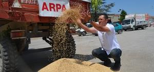 """İlk mahsul Beyaz Altın Mahallesi'nden Eskişehir Ticaret Borsası Başkanı Ömer Zeydan: """"Tüm çiftçilerimize 2019 harman döneminin bereketli olmasını diliyorum"""""""