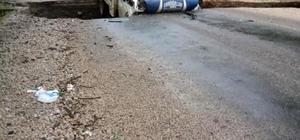 Aşırı yağış nedeniyle yol çöktü, kamyonet çukura düştü