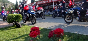 Jandarmadan renkli 180'inci kuruluş yılı kutlaması Muğla'daki kutlamalarda askerlerin Zeybek oyunu ve türkü resitali büyük beğeni topladı