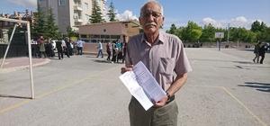 75 yaşında üniversite sınavına girdi Konya'da yaşayan 75 yaşındaki Hasan Bektaş torunu yaşındaki gençlerle birlikte sınav heyecanı yaşadı