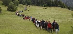Yağmur altında Atatürk ve İstiklal Yolu Yürüyüşü devam ediyor Yürüyüşün üçüncü gününde 74 kilometre yürüyen katılımcılar, Seydiler'de kamp alanına ulaştı