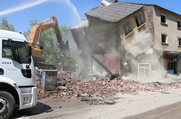 Ilıca yıkılıyor Aziziye Belediyesi'nce Ilıca bölgesinde yapılan kentsel dönüşüm çalışmalarına yeniden hız verildi