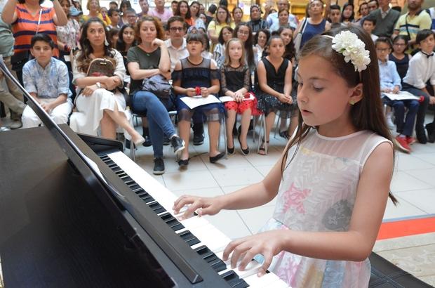 Eğitimini tamamlayan çocuk piyanistlerden konser