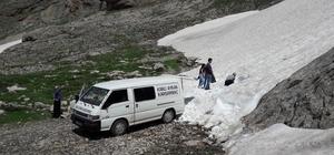 Karlı ayran yapmak için dağlara çıkıyor Ali Girgeç, ayran ve karsambaç yapmak için Bolkar dağlarından kar getiriyor