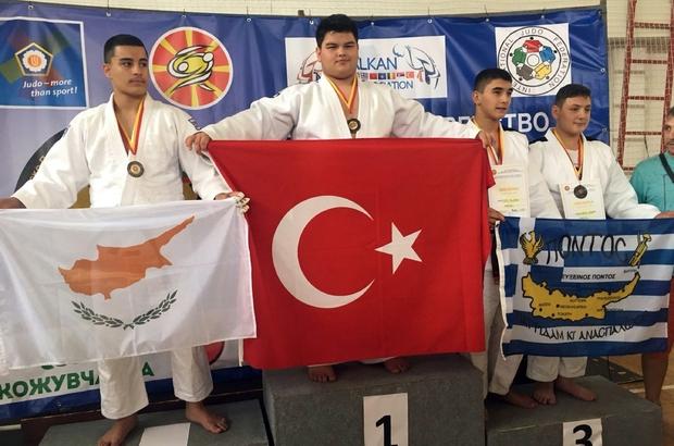 Denizlili sporcu Balkan şampiyonu oldu Denizlili sporcular Makedonya'dan bir altın bir gümüş madalyayla döndü