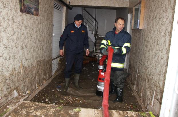 Eskişehir'de evleri su bastı Yağış hayatı durma noktasına getirdi