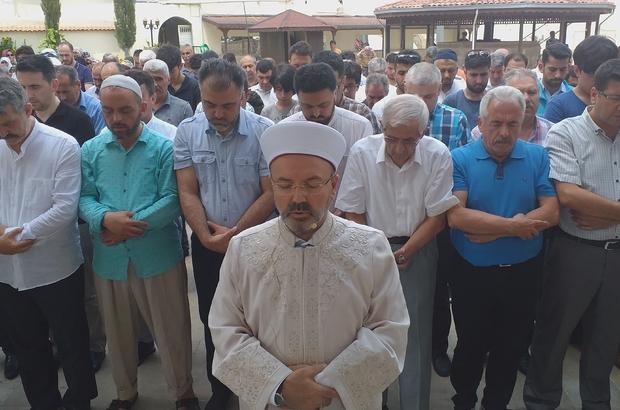 Osmaniye'de  Muhammed Mursi için Gıyabi cenaze namazı kılındı Mısır'ın ilk seçilmiş Cumhurbaşkanı Muhammed Mursi'nin,  hayatını kaybetmesi sonrasında Osmaniye'de öğle namazının ardından gıyabi cenaze namazı kılınırken AK Parti İ Başkanlığı tarafından basın açıklaması yapıldı