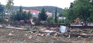 Yağışlar Tarsus'ta okul ihata duvarını yıktı